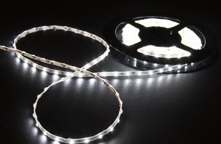 Lumenmax 3528 - Bílý LED pásek - 5 metrů. Kompletní sada.
